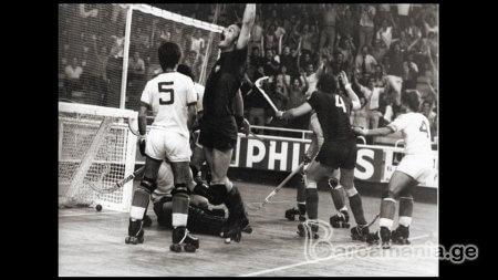 1973 წელი - ჰოკეის გუნდი ჩემპიონობას ზეიმობს