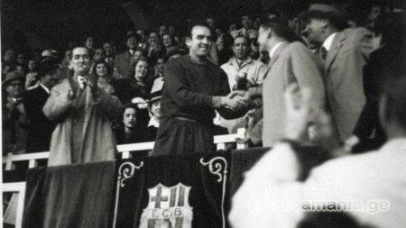 ენრიკე ფერნანდესი 1947/48 წლების ლა ლიგის მოგებას აღნიშნავს